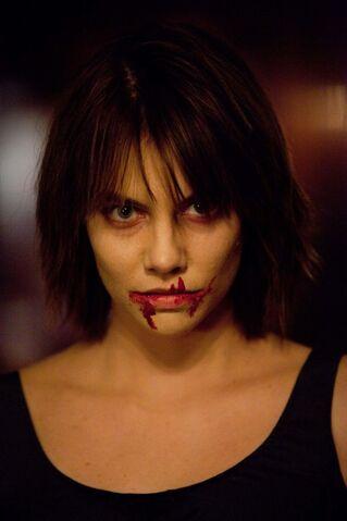 File:Un-primopiano-di-rose-lauren-cohan-nell-episodio-the-descent-di-vampire-diaries-199386.jpg