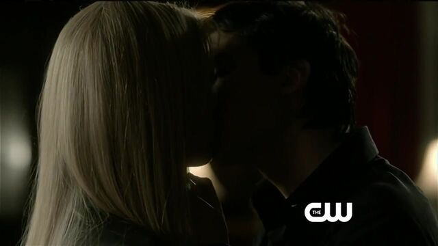 File:Damon and rebekah kissing - Break On Through 0354.jpg