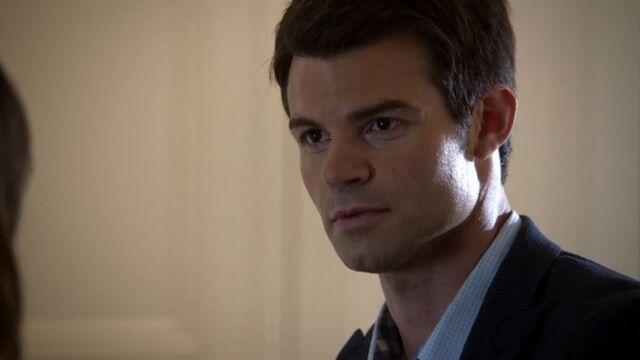 File:Elijah 4 TO 1x06.jpg