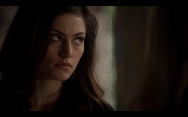 File:1x10-Hayley looking at Klaus.png