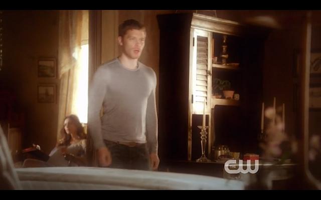 File:1x22-Klaus leaves.png