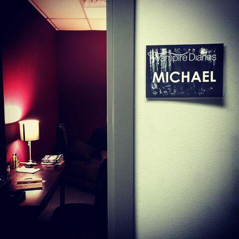 File:2016-07-27 Michael Malarkey Instagram.jpg