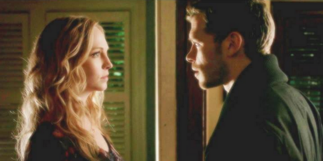 File:Klaroline in 4x14...png