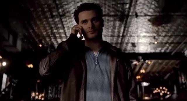 File:Enzo talking with Damon on the phone 5x19-2.png