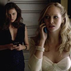Caroline and Hayley in 4x09
