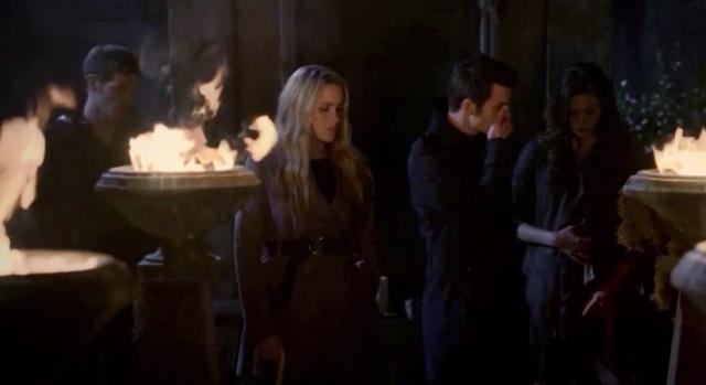 File:Klaus-Rebekah-Elijah-Hayley 1x11.png