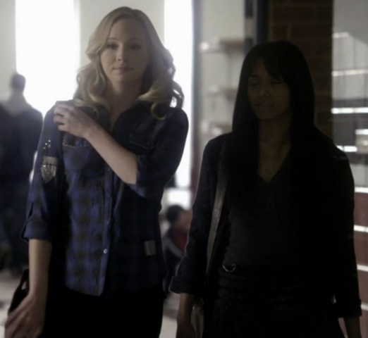 File:Caroline and Bonnie season 1.png