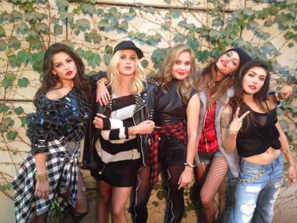 File:Claire, Phoebe, Daniella, Leah, and Danielle.jpg
