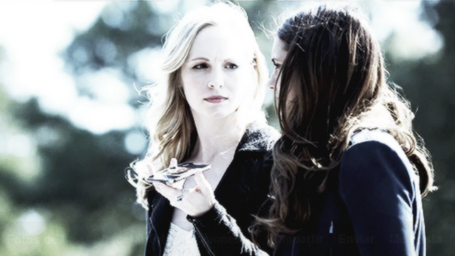 File:Caroline and Elena in 5.22...png