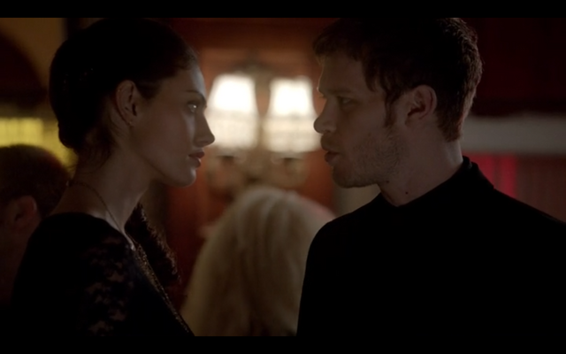File:1x18-Klaus and Hayley discuss werewolves 4.png