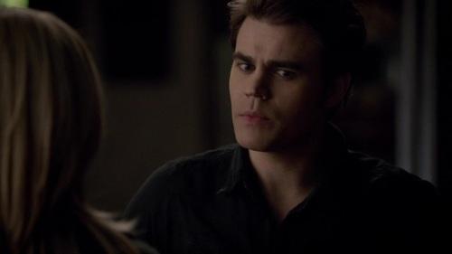 File:Stefan talking with Caroline 5x14.jpg