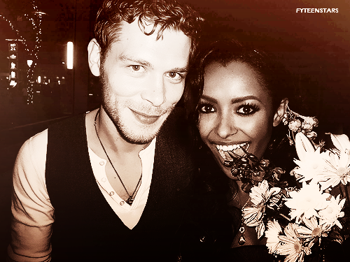 File:Joseph-and-Kat-Bonnie-and-Klaus-bonnies-multi-shippings-28006629-500-375.png