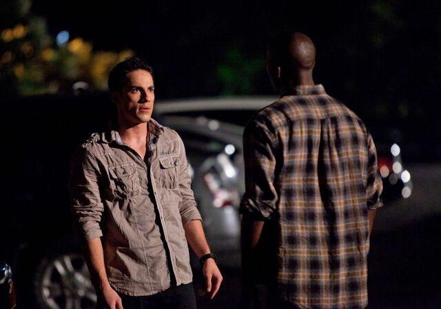 File:Vampire-diaries-season-2-brave-new-world-promo-pics-10.jpg