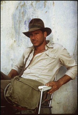 File:Indiana-Jones-man-purse.jpg