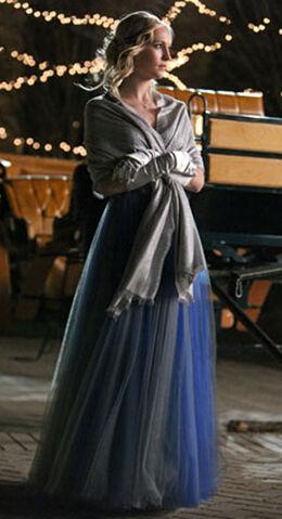 File:Caroline-forbes-dangerous-liaisons-ball-gown.jpg