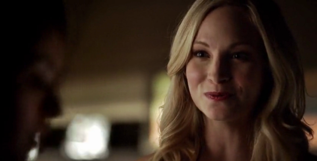 File:Caroline talking with Bonnie 5x21...png