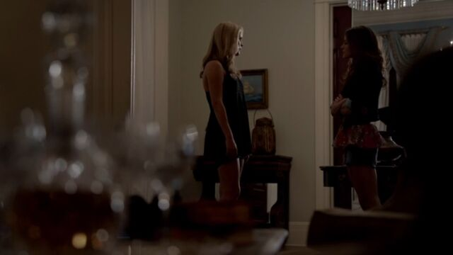 File:Rebekah and Hayley TO 1x02.jpg