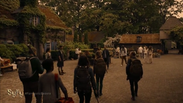 File:Stay Away 1x10 The Survivors arrive at Eden.png