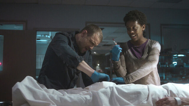 File:For Me 1x07 John and Doc cut open Vanessa.jpg