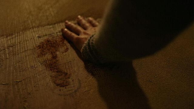 File:Coming Back 1x04 Vanessa sees Dylan's blood footprint.jpg