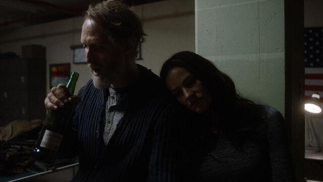 File:Little Thing 1x08 Vanessa rests on Sam's shoulder.jpg