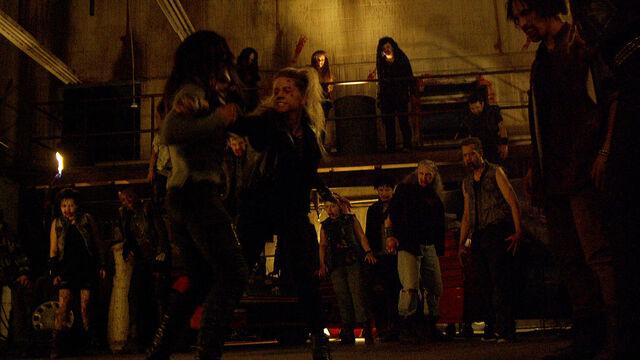File:Fear Her 1x05 Susan vs Vanessa in Julius' compound.jpg