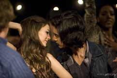 1x06-Tori-the-Zombie-Stills-HQ-avan-and-victoria-12214781-2560-1703