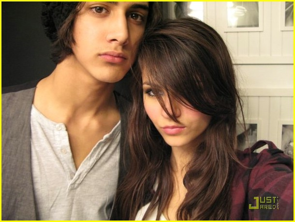 Are Victoria And Avan Hookup In Real Life