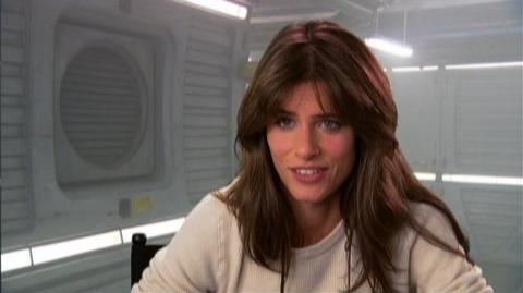 "2012 (2009) - Interview Amanda Peet ""On working with a green screen"""