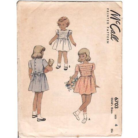 File:Vintage 1940's Girl's Square Neck Dress