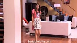 Martina-Stoessel-Cantando