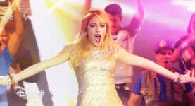 Violetta-video-musicale-en-gira