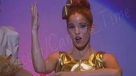 Camila singing Te Creo