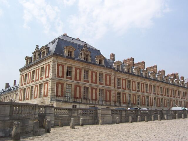 File:Palace of Versailles Front 7.jpg