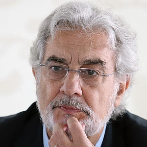 File:Placido Domingo Silver Hair with Glasses (2).jpg