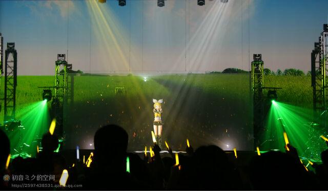 File:Mikupa live in sapporo 2013 rin.jpeg