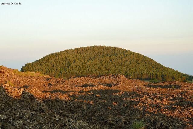 File:Mount Vetore.jpg