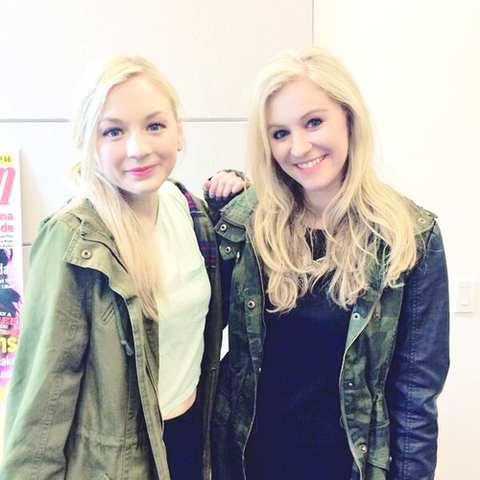File:Emily with a blonde girl in seventeenmag so cute.png