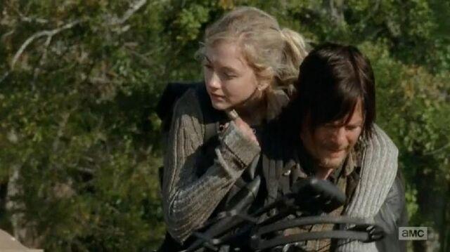 File:Beth and Daryl piggybackride oh so really cute.JPG