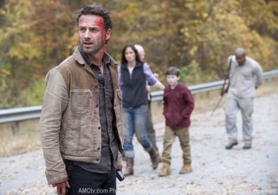 File:The-Walking-Dead-Beside-the-Dying-Fire-Season-2-2-550x387.jpg