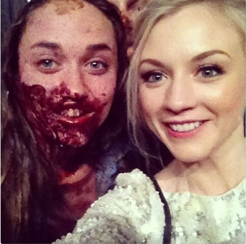 File:Emily Kinney with a fan as a zombie Emily is so beautiful.jpg
