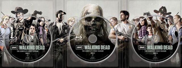 File:Walking Dead Special Edition Blu-Ray Inside.jpg