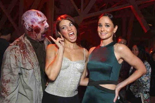 File:Cohan and Callies Zombie Scare.jpg