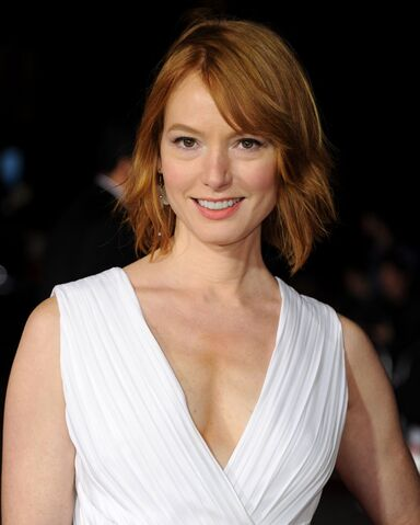 File:Alicia-witt-at-dumb-and-dumber-to-premiere-in-westwood .jpg