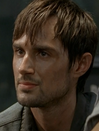 File:05x01 Gareth listening.png