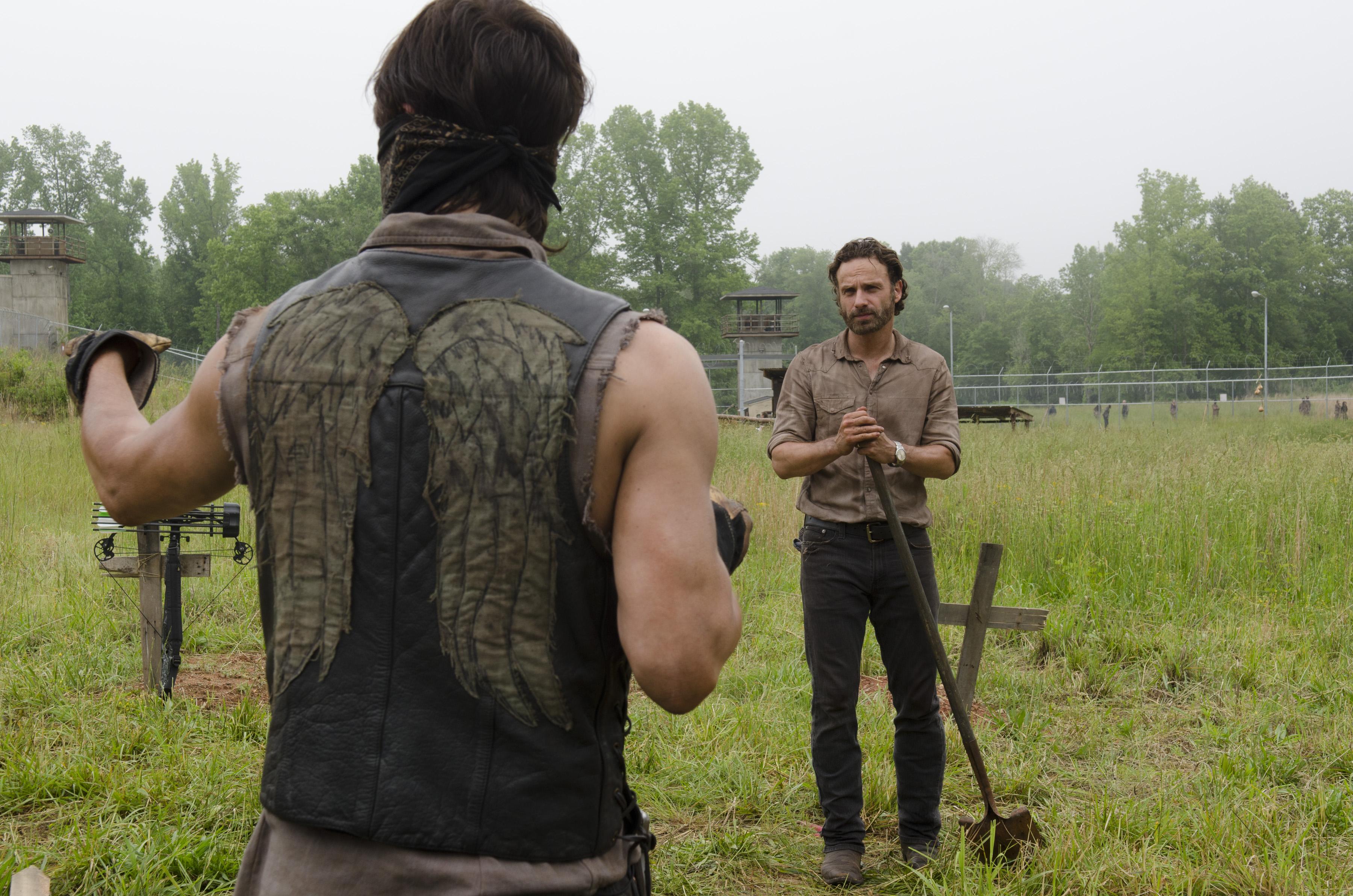 File:Daryl and Rick 4x02.jpg