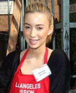 Christian-serratos-thanksgiving-for-skid-row-homeless-01