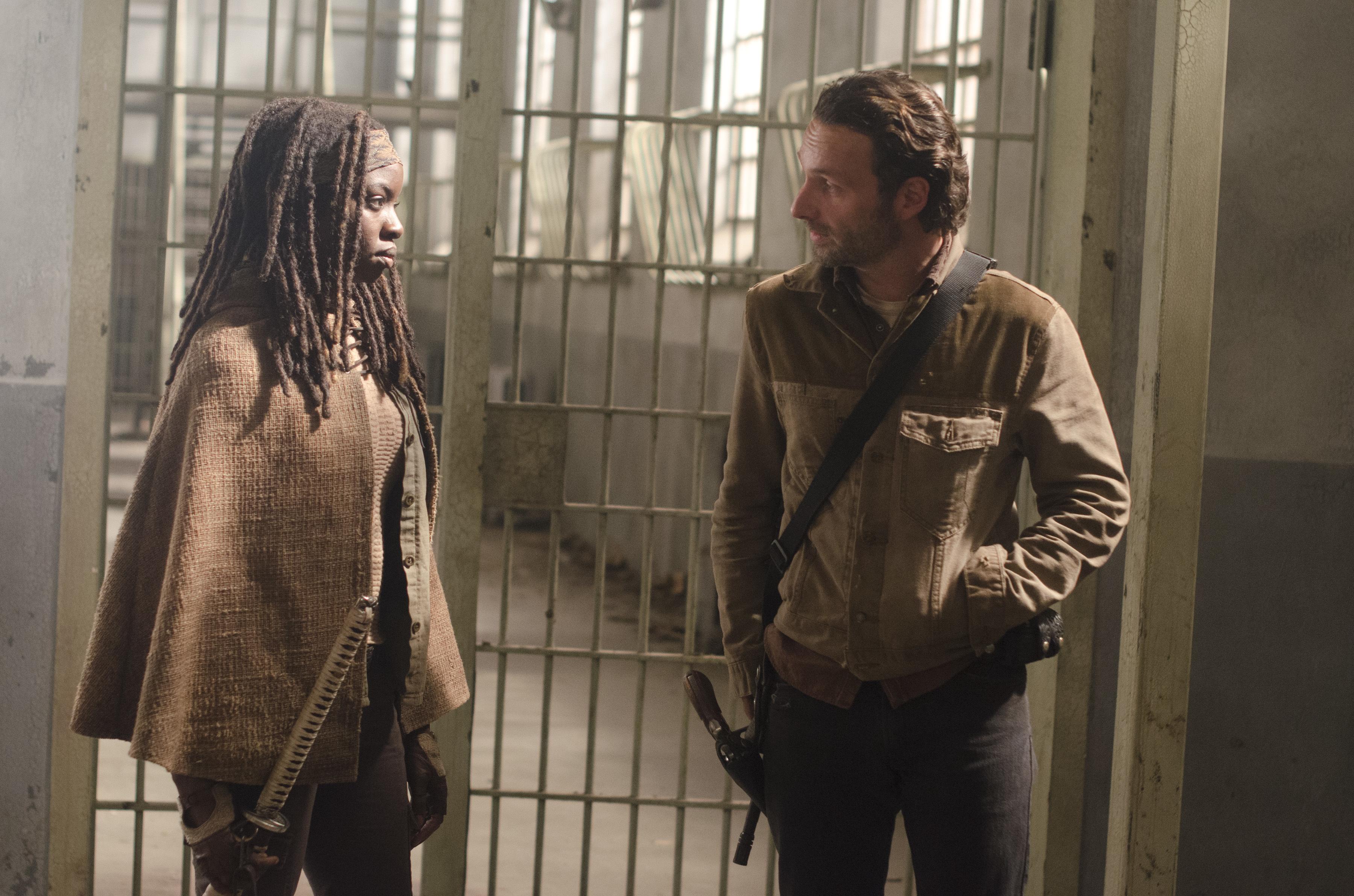 File:Michonne Rick Welcometothetombs.jpg
