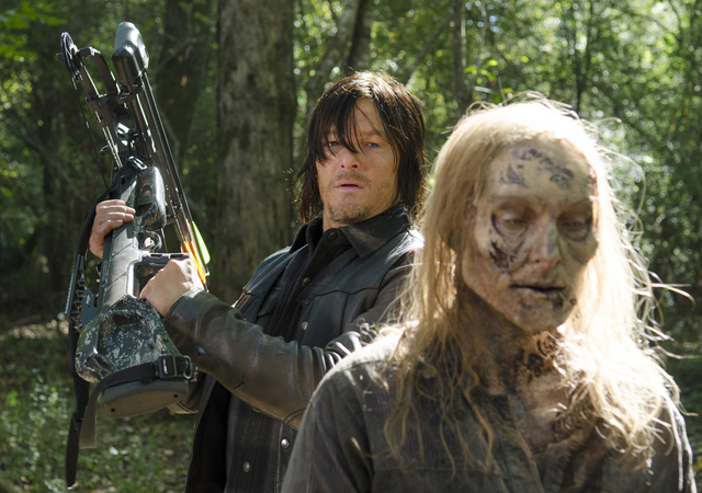 File:AMC 515 Daryl Behind Walker.png