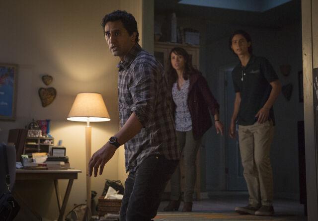 File:Travis-Is-Scared-in-Fear-the-Walking-Dead-Season-1-750x522-1452535716.jpg